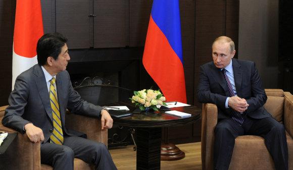 """""""Reuters""""/""""Scanpix"""" nuotr./Japonijos premjeras Abe susitiko su Rusijos prezidentu Putinu"""