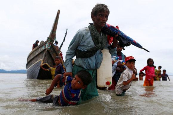 """""""Reuters""""/""""Scanpix"""" nuotr./Rohinjai bėga iš Mianmaro"""