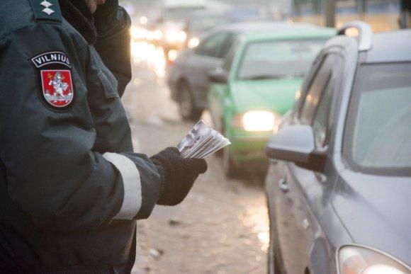 """Po White nuotr./Tarptautinės Antikorupcijos dienos išvakarėse Vilniuje surengta akcija """"Kyšis išpurvina"""""""