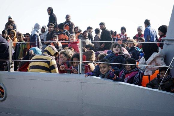 "AFP/""Scanpix"" nuotr./Migrantai prie Graikijos Lesbo salos."