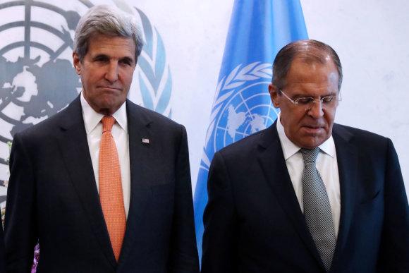"""""""Reuters""""/""""Scanpix"""" nuotr./Johnas Kerry su Sergejumi Lavrovu"""