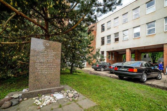 Prieš 13 metų Lietūkio garažo žudynių aukoms atminti pastatytas paminklas