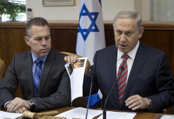 """""""Reuters""""/""""Scanpix"""" nuotr./Giladas Erdanas (kairėje) ir Benjaminas Netanyahu"""