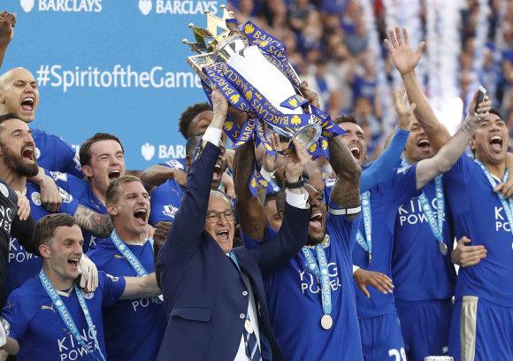 """""""Scanpix""""/AP nuotr./Praėjusio sezono Anglijos čempionai """"Leicester City"""" futbolininkai"""