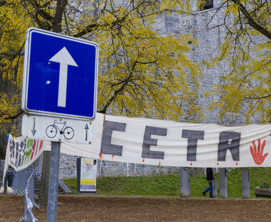 """""""Scanpix""""/AP nuotr./Plakatas prieš CETA prie Valonijos parlamento"""