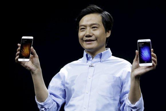 """Reuters""/""Scanpix"" nuotr./Pristatytas ""Xiaomi Mi 5"" išmanusis telefonas"