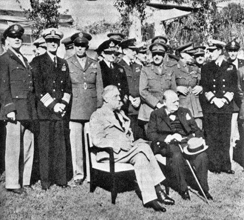 Wikipedia.org nuotr./Franklinas D.Rooseveltas ir Winstonas Churchillis Kasablankos konferencijoje (1943 m. sausis)