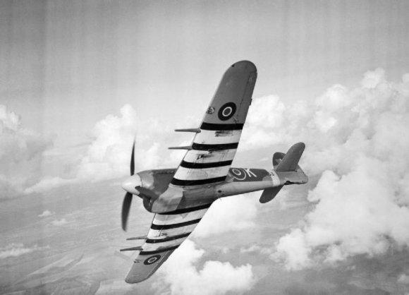 """Wikipedia.org nuotr./Didžiosios Britanijos naikintuvas-bombonešis """"Hawker Typhoon"""""""