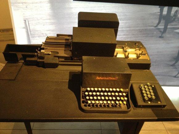 Wikipedia.org nuotr./IBM skaičiavimo įrenginiai 1933 m.