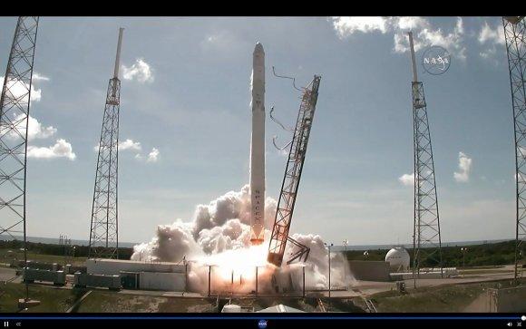 "AFP/""Scanpix"" nuotr./Sprogo ""SpaceX"" bepilotė raketa"