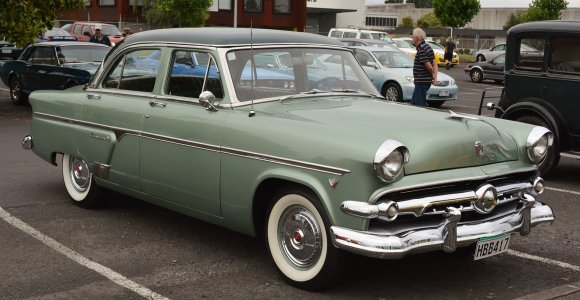 "Wikimedia Commons iliustr./1954 m. ""Ford Crestline"""