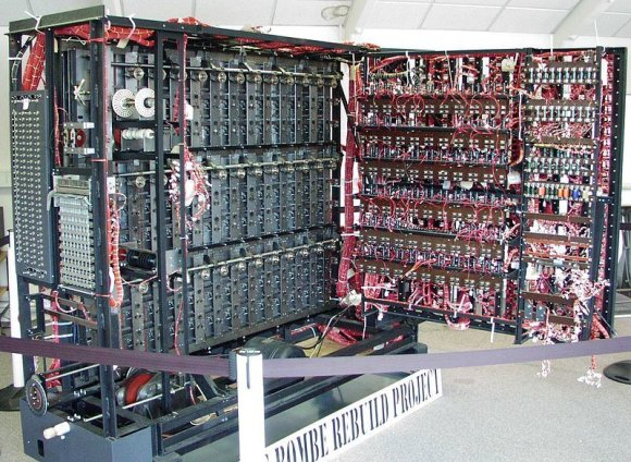 Wikimedia Commons/ Maksim nuotr./Alano Turingo sukurta didžiulė elektroninė skaičiavimo mašina.
