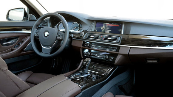 Gamintojo nuotr./Dabartinio BMW 5 Series interjeras