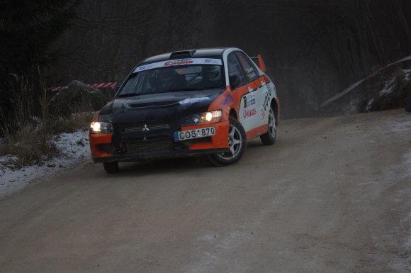 """Lino L. nuotr./""""Halls Winter Rally"""" istorija: 2014 m. Eugenijaus Michalausko vairuojamam """"Mitsubishi Lancer Evo"""" posūkyje lūzo vairo traukė"""