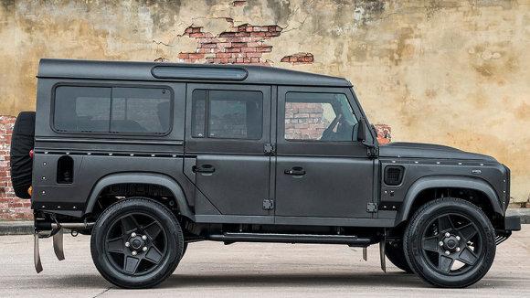 """""""Kahn Design"""" iliustr./""""Kahn Design"""" gerokai patobulino """"Land Rover Defender"""""""