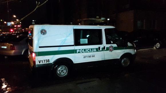 Vidmanto Balkūno nuotr./Pilaitėje (Vilnius) policija ir kinologai ieškojo kebabinę bandžiusių apiplėšti asmenų