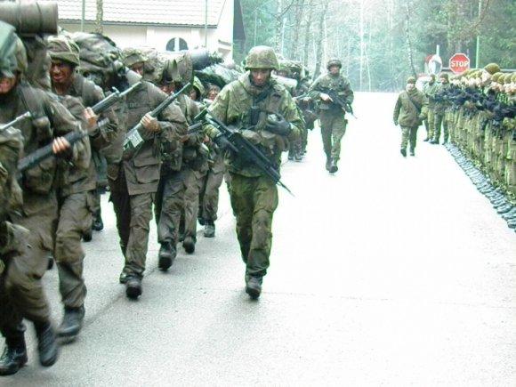 Didžiojo Lietuvos etmono Jonušo Radvilos mokomojo pulko nuotr./Baziniai kariniai mokymai