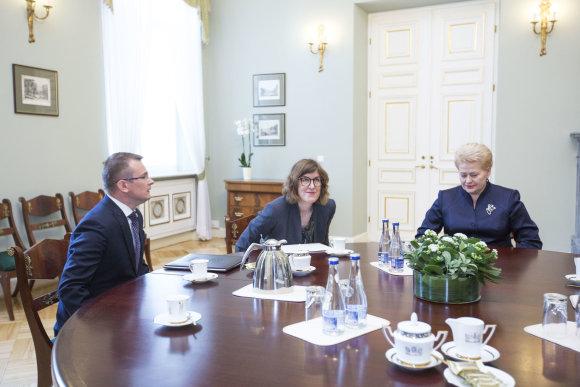 Irmanto Gelūno / 15min nuotr./Dalia Grybauskaitė Prezidentūroje susitiko su Viešųjų pirkimų tarnybos vadove ir Valstybės kontrolieriumi.