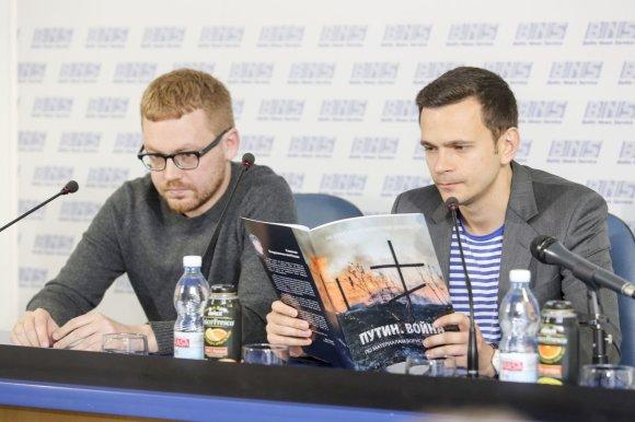 """Irmanto Gelūno/15min.lt nuotr./Ilja Jašinas pristatė ataskaitą """"Putinas. Karas"""""""
