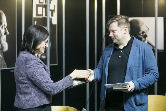 Irmanto Gelūno / 15min nuotr./Jurgos Ivanauskaitės premija įteikta rašytojui Rimantui Kmitai