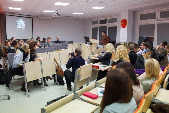 Irmanto Gelūno/15min.lt nuotr./Vilniaus universiteto studentai klausėsi paskaitos apie valstybių propagandą.