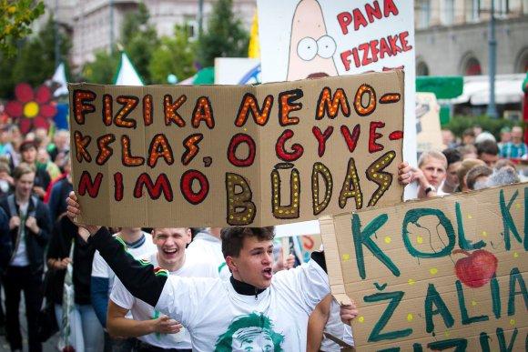 Irmanto Gelūno/15min.lt nuotr./Vilniaus Universiteto (VU) studentai griausmingai paminėjo mokslo metų pradžią.