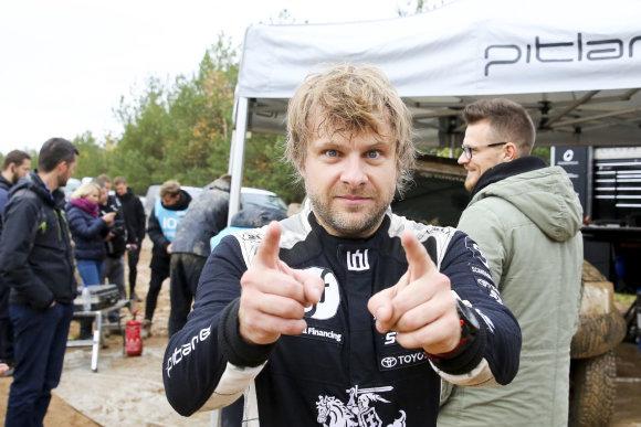 Irmanto Gelūno / 15min nuotr./Benediktas Vanagas karjere išbandė Dakaro ralio automobilį.