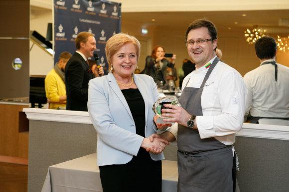 Eriko Ovčarenko / 15min nuotr./Birštono merė Nijolė Dirginčienė ir konkurso nugalėtojas Darius Dabrovolskas