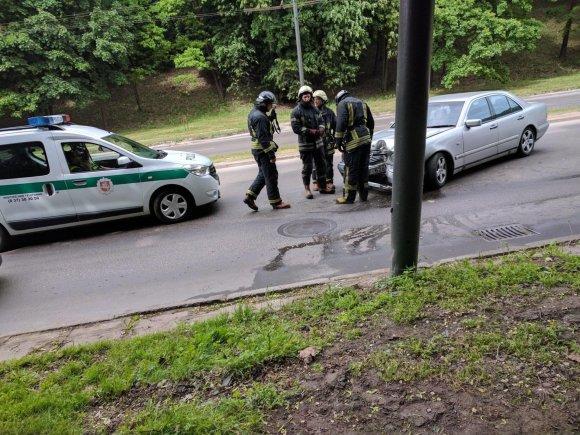 """Giedriaus Kazakevičiaus nuotr./""""Mercedes-Benz"""" avarija Tunelio gatvėje"""