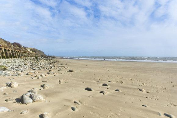 123rf.com nuotr./Balto smėlio paplūdimiai Kente mėgstami vietinių ir turistų.