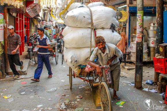 Tomo Baranausko nuotr./Nors šalies ekonomika auga, skurdas ir sunkus darbas yra dažno indo kasdienybė.
