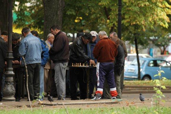 Vaido Mikaičio nuotr./Senukai plieka šachmatais iš pinigų Odesos parke