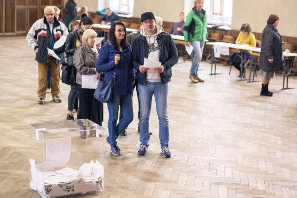 Tomo Pikturnos nuotr./Klaipėdiečiai balsuoja Seimo rinkimuose