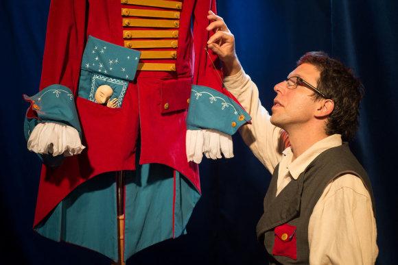 """Festivalio rengėjų nuotr./Festivalio svečiai iš Izraelio, garsiojo Jeruzalės lėlių teatro """"Train Theatre"""" kūrėjai mažuosius žiūrovus nudžiugins spektakliu """"Siuvėjo ateljė""""."""