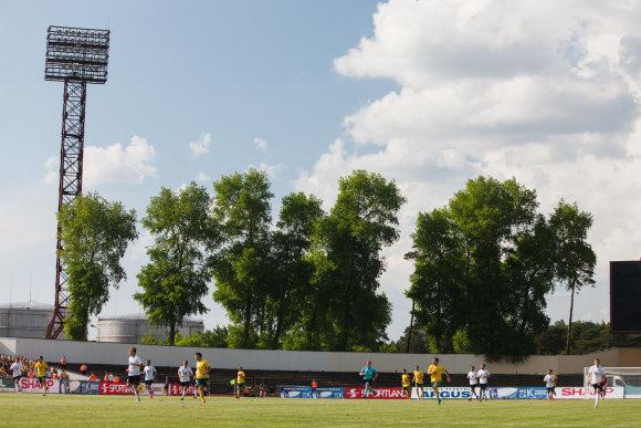 A.Venskaus/15min.lt nuotr./ Naujo futbolo stadiono statybos skendi migloje.