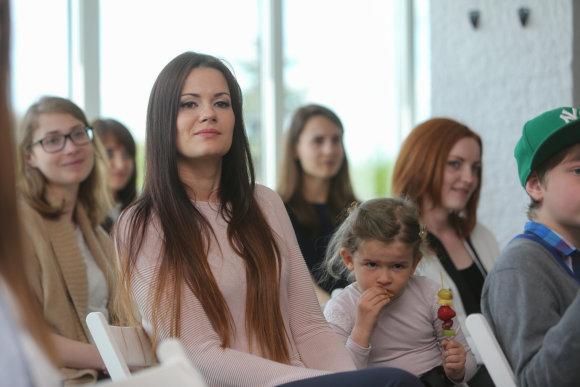 Juliaus Kalinsko/15min.lt nuotr./Mingailė Kalnietė su dukra