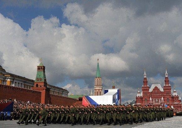 """AFP/""""Scanpix"""" nuotr./Rusijos karių maršas Raudonojoje aikštėje"""