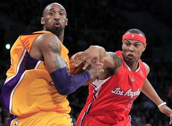 """""""Reuters""""/""""Scanpix"""" nuotr./Kobe Bryantas ir Caronas Butleris"""