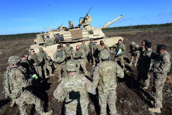 """Alfredo Pliadžio nuotr./Karinės pratybos su JAV kariuomenės tankais """"Abrams"""""""