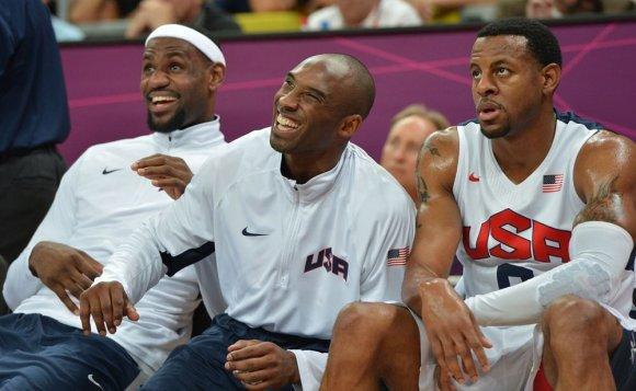 """AFP/""""Scanpix"""" nuotr./LeBronas Jamesas, Kobe Bryantas ir Andre Iguodala"""