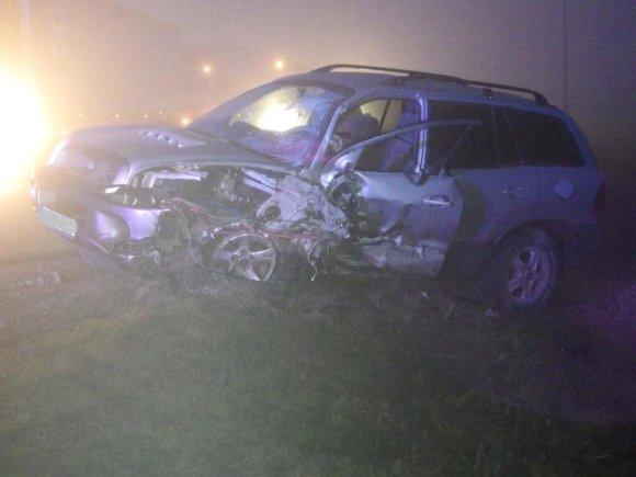Telšių policijos nuotr./Mažeikių rajone per rūką susidūrė du automobiliai
