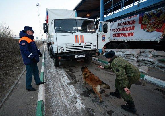 """""""Scanpix""""/""""RIA Novosti"""" nuotr./Rusijos """"humanitarinės pagalbos"""" sunkvežimiai Ukrainoje"""