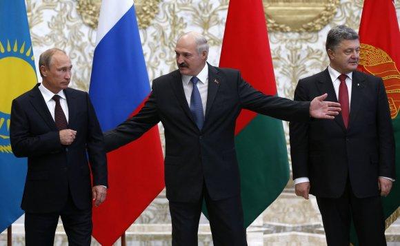 """""""Reuters""""/""""Scanpix"""" nuotr./Rusijos prezidentas Vladimiras Putinas, Baltarusijos prezidentas Aleksandras Lukašenka, Ukrainos prezidentas Petro Porošenka"""