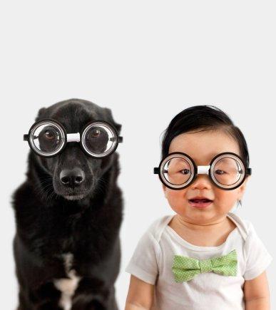 """""""Scanpix""""/""""Caters News Agency"""" nuotr./Šuo ir vaikas su vienodais akiniais"""