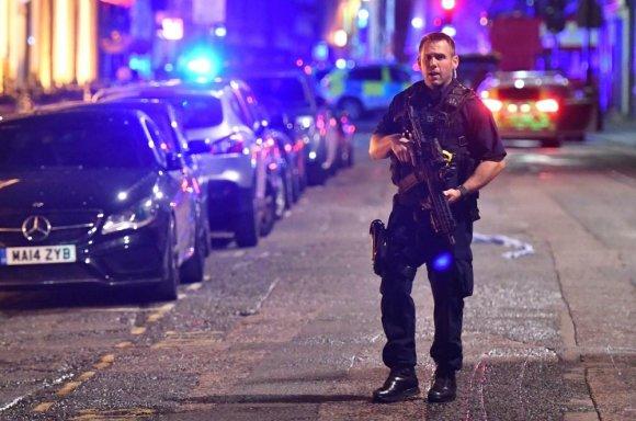 """Scanpix""/""PA Wire""/""Press Association Images"" nuotr./Londone mikroautobusas taranavo nekaltus žmones"