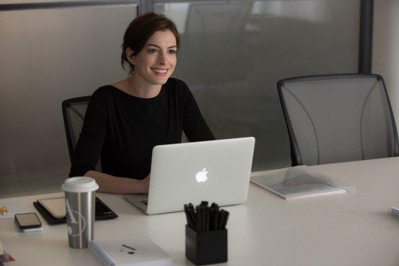 """ACME Film"" nuotr./Anne Hathaway filme ""Naujokas"""