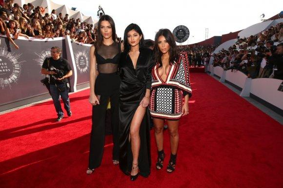 "AFP/""Scanpix"" nuotr./Kendall Jenner, Kylie Jenner ir Kim Kardashian"