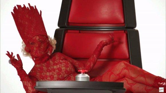 """""""Scanpix""""/Xposurephotos.com nuotr./Christina Aguilera parodijuoja Lady Gagą"""
