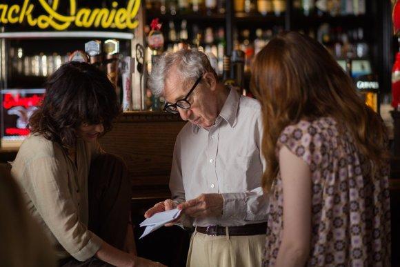 """""""ACME Film"""" nuotr./Woody Allenas filmuojant juostą """"Neracionalus žmogus"""""""