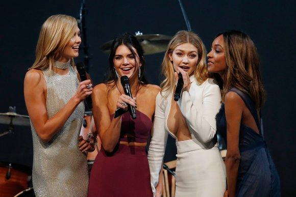"AFP/""Scanpix"" nuotr./Karlie Kloss, Kendall Jenner, Gigi Hadid ir Jourdan Dunn"